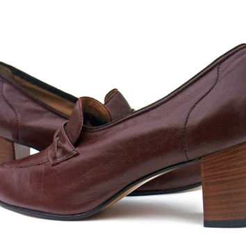 New Vintage 70s Shoes High Heel Pumps Chunky Stack Heel Loafers 1970s Burgundy Unworn Leather Pumps size  8 NOS Horse Bit Loafers