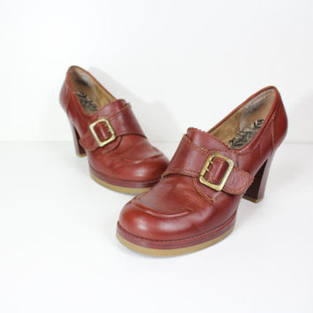 Size 8 brown leather chunky heel Platforms / high heels / brown heels / round toe heels / buckle shoes / size 8 shoes / 70s heels