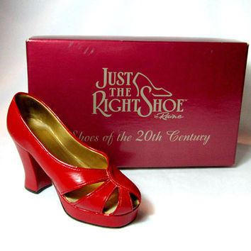 Miniature Shoe Just The Right Shoe Raine Ravishing Red Original box 1998