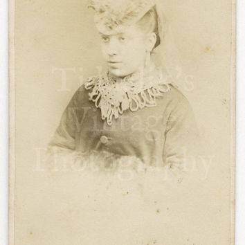 CDV Carte de Visite Photo Victorian Pretty Woman Portrait by Argyle Photographic Studio of Haymarket London England