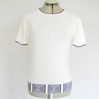 70s Knit top. Vintage short sleeve top. White and black  Greek pattern. Size Large. Mad Men fashion. Fall fashion. Back to school