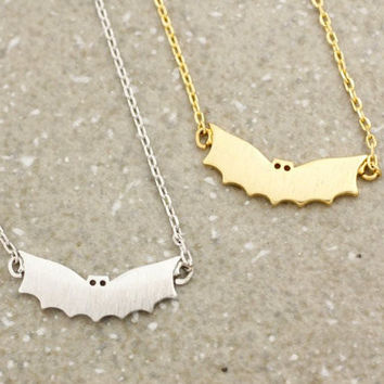 Batwing Vintage Necklace, Batwing Necklace, Bat Necklace, Flying Bat Necklace, Dainty Necklace, Spooky Necklace, Minimal Boho, Gift Necklace