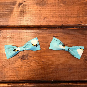 Girls blue bumble bee fabric hair bow, girls hair clip, small hair bows, piggy tail bows, set of 2 bows, bumble bee bows, blue bows