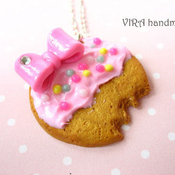 Kawaii frosted cookie with bow necklace