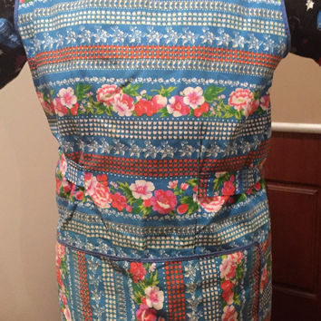 Vintage Retro 1960s Smock, Approx Size 10, Overhead design / Blue Apron with Retro Flowers Pink