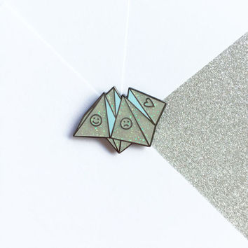 Origami Fortune Teller Enamel Pin Lapel Pin Badge - White Glitter Hard Enamel 80s/90s Retro