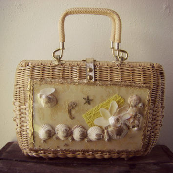 amazing SEASHELL wicker 60s handbag vintage beach seahorse coral themed purse basket tote bag hippie boho hipster hinges open ooak unique