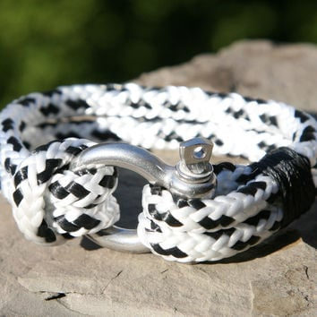 Black and White Sailing Cord / Paracord Bracelet with a Nautical Shackle Clasp