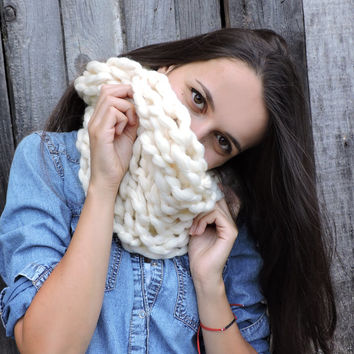 FREE SHIPPING Cozy scarf Chunky knit neck warmer Merino wool Ivory Infinity scarf Arm knit loop scarf Women's winter wrap Long unisex scarf