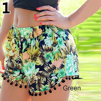Super Cute Green Tropical Palm Tree Flowers Ladie's Pom Pom Printed Shorts
