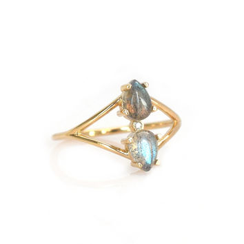 14kt Gold Labradorite and Diamond Fleurette Ring