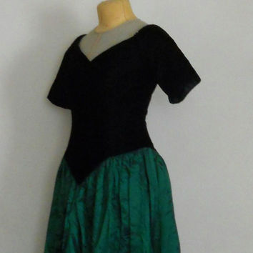 80s Prom Dress Shiny Metallic Green Taffeta Black Velour V Neck Short Sleeved Full Length Drop Waist Long Evening Cocktail Formal Size 8 / 9