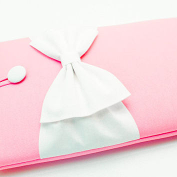 15 inch MacBook Pro/ Retina Sleeve, Exquisite home for your Laptop, Custom Case, SUPERIOR Shock Absorbent Foam Padding- Baby Pink,White Bow