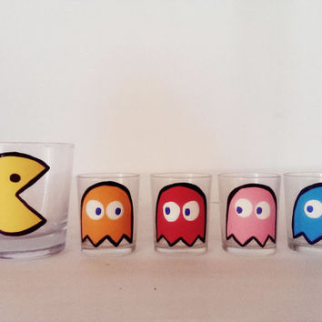 PACMAN GLASS SET - 1 low ball whiskey glasses - 4 ghost shot glasses