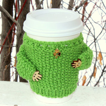 St. Patrick's cup sweater Gold tone shamrock charm. Emerald rhinestone. Coffe cozy. Knitted cup sleeve Green wool Eco-friendly Starbucks cup