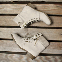 all about that sass womens sweater boots in sand
