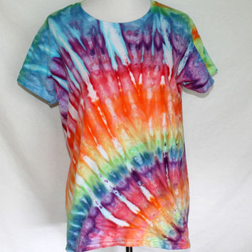 Rainbow Tie Dye Womens Shirt, Womens Spiral Tie Dye      T-Shirt, Colorful Rainbow, Womens Size Extra Large. Size XL