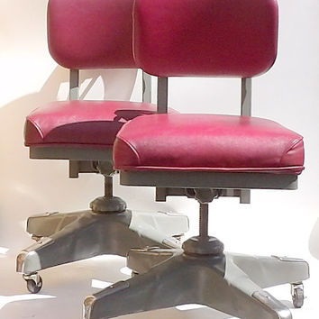 Pair Mid Century Modern Office Chairs Tanker Desk Propeller Base Chromcraft 1960's Student Parlor Living Room Home decor Gray Red Naugahyde