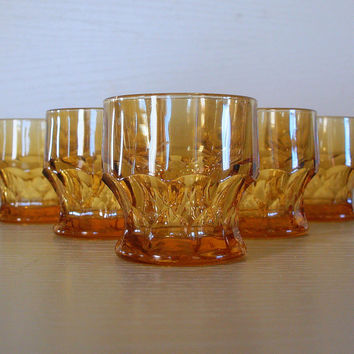 VINTAGE HONEY GOLD 1960's Drinking Glasses - Set of 5 Double Shot Bar Glasses - Geometric Cut Glass - Modern Vintage Bar Cart Accessories