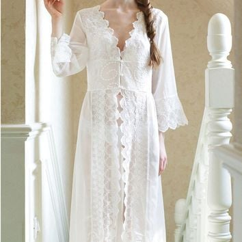 Pure Sexy Long Nightwear White Lace Vintage Princess Dress Medieval Nightgown European style Palace Robe Beautiful Vestidos
