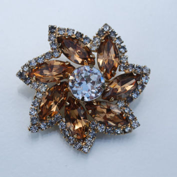 Vintage Weiss Champagne Crystal flower Brooch