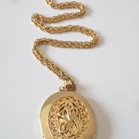 Vintage Large Oval Locket Pendant Necklace Knot Design Filigree Gold Tone Costume Jewelry Fashion Accessories For Her