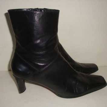 vintage NINEWEST Black leather ankle boots chelsea side zip hipster indie boho women size  9 1/2 us 40