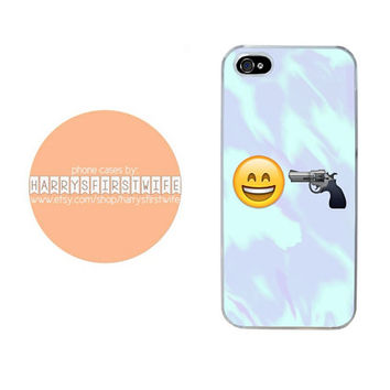 Happy Face With Gun Emoji iPhone 4/4s 5/5s/5c & iPod 4/5 Case
