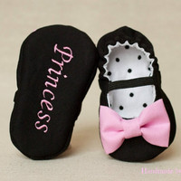 Fabric baby girl shoes, personalized baby girl shoes, baby slippers, black shoes with the bow