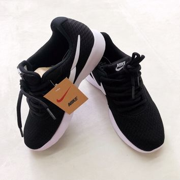 Nike Roshe Run 3 Black White Sneaker