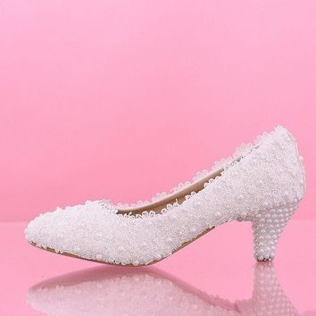 DCCKIX3 White flowers lace Bridal wedding shoes Low heels with pearl shoes bride shoes new waterproof Bride's Bridesmaid Shoes
