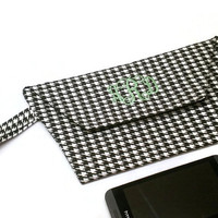 Monogrammed houndstooth clutch wristlet, personalized clutch, black and white clutch, monogram clutch purse, custom clutch.