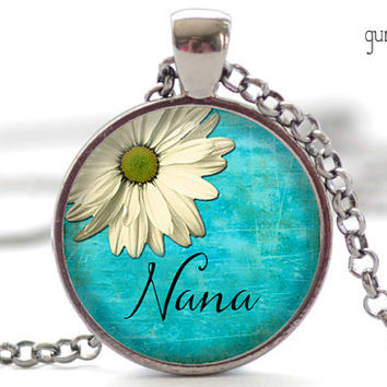 Nana Necklace, Mother's Day Jewelry, Daisy Pendant, Gift for Her (1908)