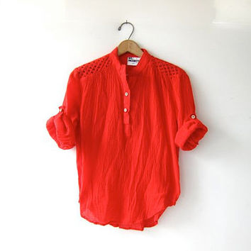 Vintage 70s cotton gauze bouse. Boho hippie gypsy top. Red gauze shirt.