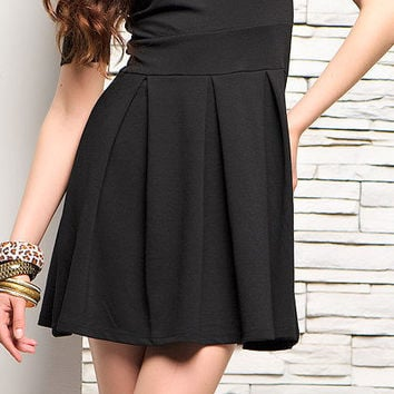 Classic black dress with sleeves to the elbows, the folds at the waist. skirt to the knee. all sizes