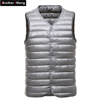 Brother Wang Brand 2017 Winter New Down Vest Coat Fashion Casual Light Down Men Vest Liner V-Collar Portable Jacket Male