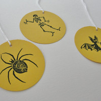Halloween Gift Tags Mustard Yellow and Black Spider Party Goody Bag Gift Tags, Hand Stamped Round Paper Cut Outs, Spider Tags, Set of 12