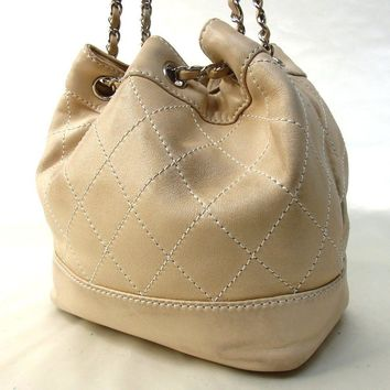 Authentic CHANEL Drawstring Chain Shoulder Bag Leather[Used]