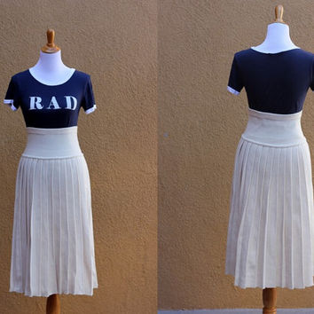 Vtg pleated sweater skirt knit ivory high waist acrylic medium size medium weight warm cozy elastic waist