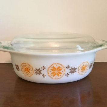 PYREX Town and Country 1 1/2 Quart Casserole, Town and Country Bakeware, Pyrex 043 Casserole, Embroidered Orange and Brown Starbursts