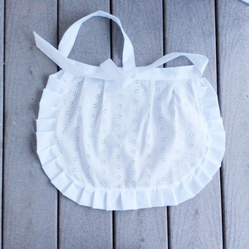 White Eyelet apron. Gift for new chef Old Fashioned Apron  Birthday Gift for Mother, Ruffled apron Cafe Apron for Restaurant or catering