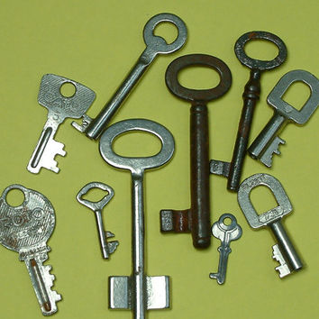 Lot of 10 vintage keys/skeleton keys/
