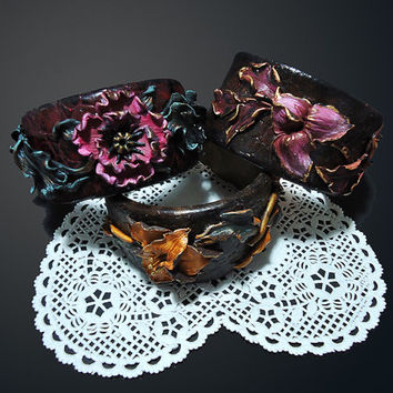 Flower bracelet Crocodile leather bracelet Leather imitation Polymer clay jewelry Poppy bracelet Bordeau and black bracelet Red wine color