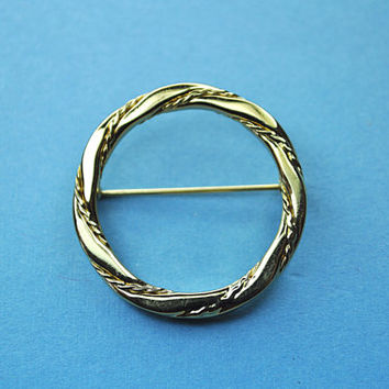 MONET Vintage Gold Swirled Circle Brooch, Jewelry Box Essential! #A563