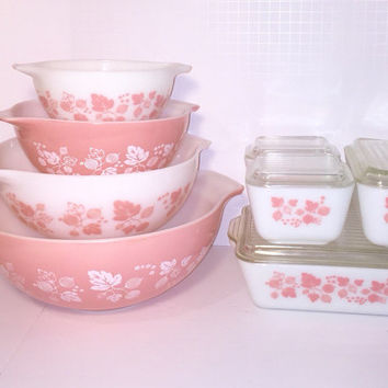 Vintage Gooseberry Starter Set: Set of Four Cinderella Bowls and an Eight Piece Refrigerator Set