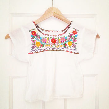 FLORAL Vintage 70's Boho White Caftan~ Girls' Clothing~ Mexican blouse~ Mexican embroidered blouse~ 100% cotton~ Oaxaca mexican top
