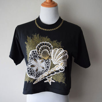 80s/90s Cropped Black T-Shirt with Gold & White, Glitter, Puffy Paint Seashells // Seapunk Hipster, Soft Grunge, Goth Mermaid // Sz M