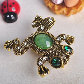 Blucome Vintage Frog Shape Animal Brooch Sky Blue Resin Corsage Accessories Brooches For Women Man Scarf Suit Hijab Pins Jewelry