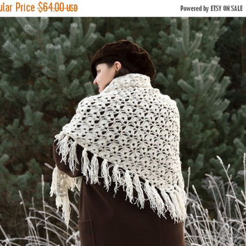Crochet Shawl, Handmade Triangle Shawl, Crochet Wrap Shawl, Shoulder Wrap, Triangle Crochet Shawl, Winter Accessory in Gray Color