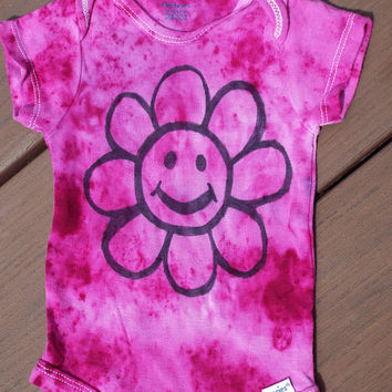 Smiley Face Flower Baby Bodysuit, 3-6 month Baby Tie-Dye Bodysuit w Smiling Flower, Happy Face Baby One Piece, Baby Shower Gift, Tiedye baby